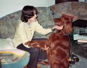 Hund - Mensch / Vor ca. 15000 Jahren begann der wilde Hund die Nähe des Menschen zu suchen, da er sie als Vorteil erkannte.