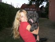 Hund - Mensch / Bei der Beziehung von Mensch und Hund spielt die Persönlichkeit des Besitzers eine große Rolle. Demnach entwickelt sich die Bindung des Hundes an seinen Besitzer genauso wie die Beziehung des Menschen zum Hund.
