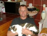 Felis silvestris catus - Homo sapiens / Unsere Katzen sind Sozialpartner und Gefährtinnen in guten wie in schlechten Zeiten. Ein starkes emotionales Band verbindet Mensch und Tier.